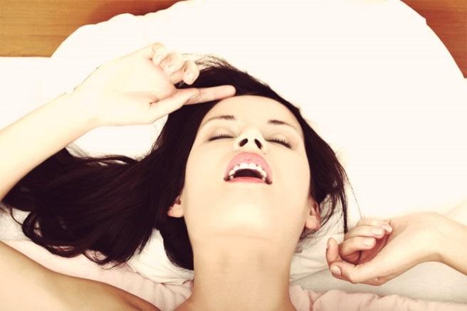 Come Far Raggiungere l'Orgasmo a una Donna: 17 Tecniche + 5 Posizioni per Regalarle il Miglior Orgasmo della Sua Vita