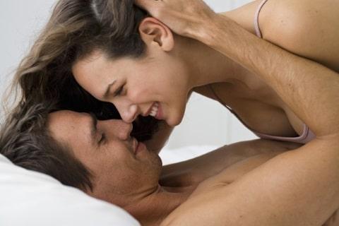 come dare passione ed emozione a una donna a letto con lei